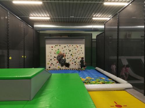 aggregatsummo_trampolinhalle2